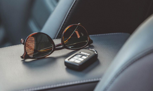 sunglasses-car-keys